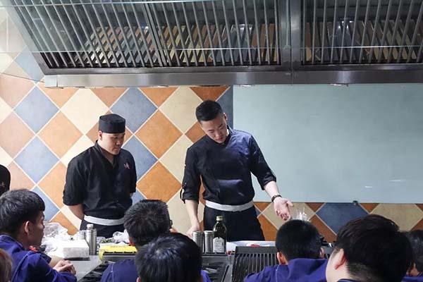【名企直聘】上井精致料理大师开讲亮技能,企业